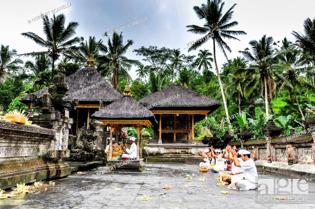 Stock Photo: Asia, South-East Asia, Indonesia, Bali, Ubud. Outskirts of Ubud temple Pura Tirta Empul, religious ceremony.
