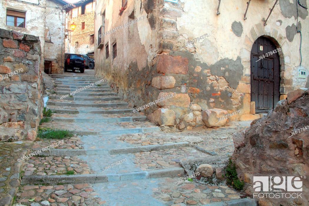 Imagen: Street in Villoslada de Cameros in the natural park of the Sierra Cebollera. La Rioja.