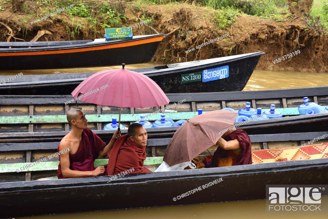 Stock Photo: Myanmar, Shan State, Inle Lake, Yethar village, Buddhist monks.
