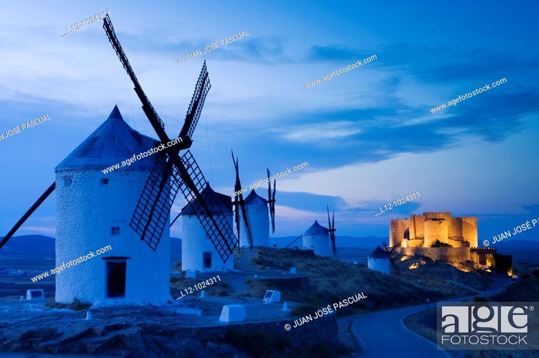 Stock Photo: Wind mills and castle, Consuegra, Toledo province, Castilla la Mancha, Spain.