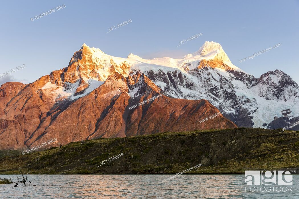 Stock Photo: Chile, Patagonia, Magallanes and the Chilean region of Antarctica, Ultima Esperanza province, Torres del Paine national park.
