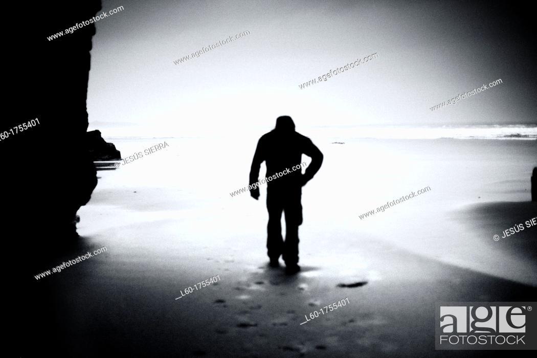 Photo de stock: Man in Playa de las Catedrales, Lugo province, Galicia, Spain.