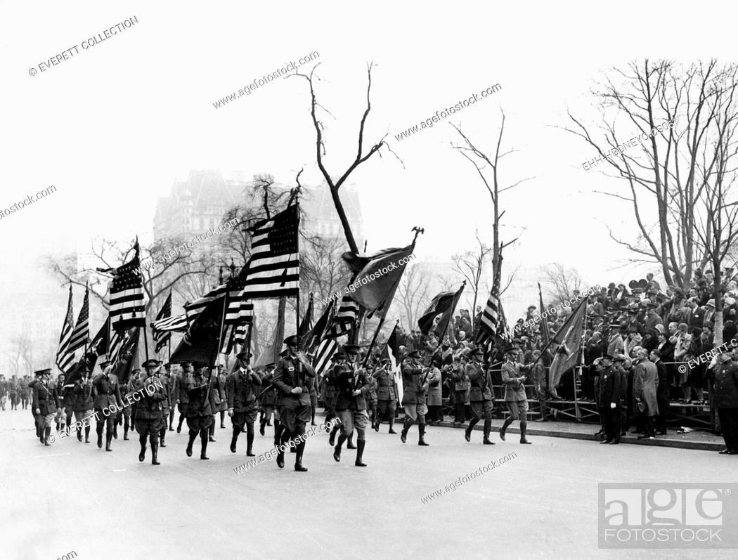 Imagen: The Army Day parade, on Memorial Day, New York City, May 30, 1912. Courtesy: CSU Archives/Everett Collection.