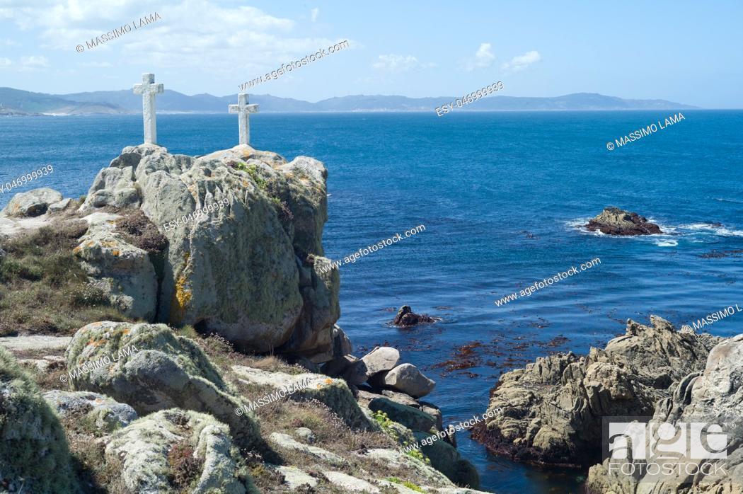 Imagen: Death Coast with cross of dead fishermen in Galicia.