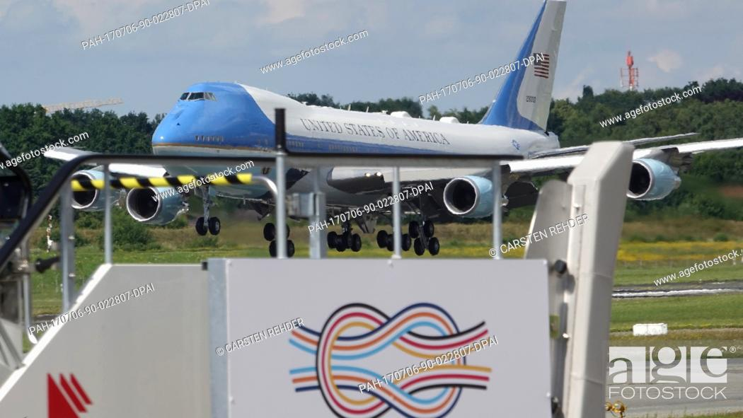 ae7be0cafb0be Stock Photo - Air Force One arriving for the G20 Summit in Hamburg,  Germany, 06 July 2017. The G20 Summit of the heads of government and state  takes place ...