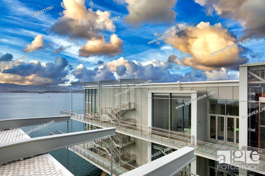 Imagen: Botin Center Museum Art and Culture, Architect Renzo Piano, Santander bay, Santander, Cantabria, Spain, Europe.