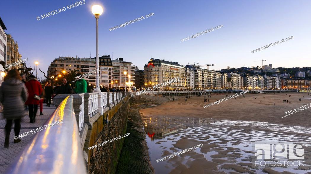 Stock Photo: Promenade Playa de la Concha. San Sebastian, Gipuzkoa, Donostialdea, Basque Country, Spain, Europe.