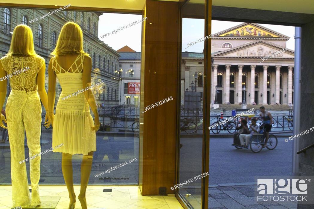 Imagen: fashion on show, display dummies, Munich, Bavaria, Germany.