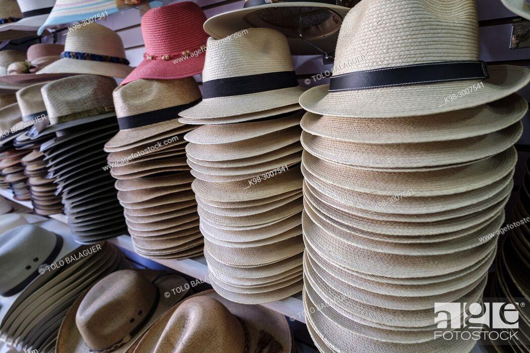 Stock Photo: tienda de sombreros, Panajachel, lago de Atitlán, departamento de Sololá , República de Guatemala, América Central.