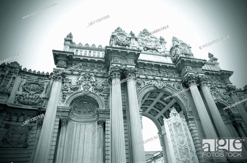 Stock Photo: Turkey, Istanbul, Dolmabahce Palace, Main Gate.