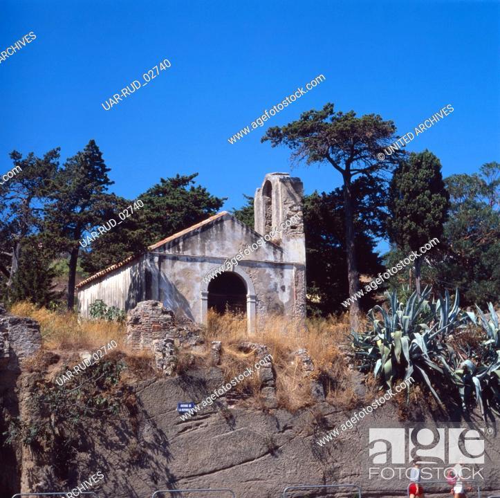 Stock Photo: Eine kleine Kapelle in Calvi, Korsika 1980er Jahre. A little chapel in Calvi, Corsica 1980s.