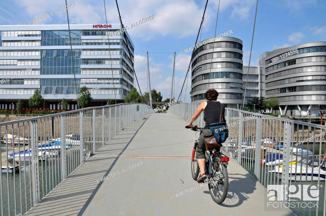 Imagen: Hitachi Power Office, the first height-adjustable suspension bridge in the world and Five Boats office buildings, Inner Harbour, Duisburg.