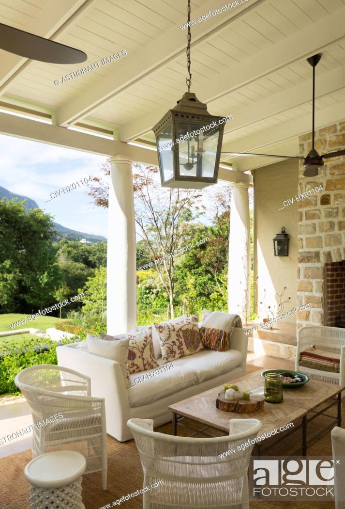 Imagen: Luxury home showcase patio with ceiling fans.
