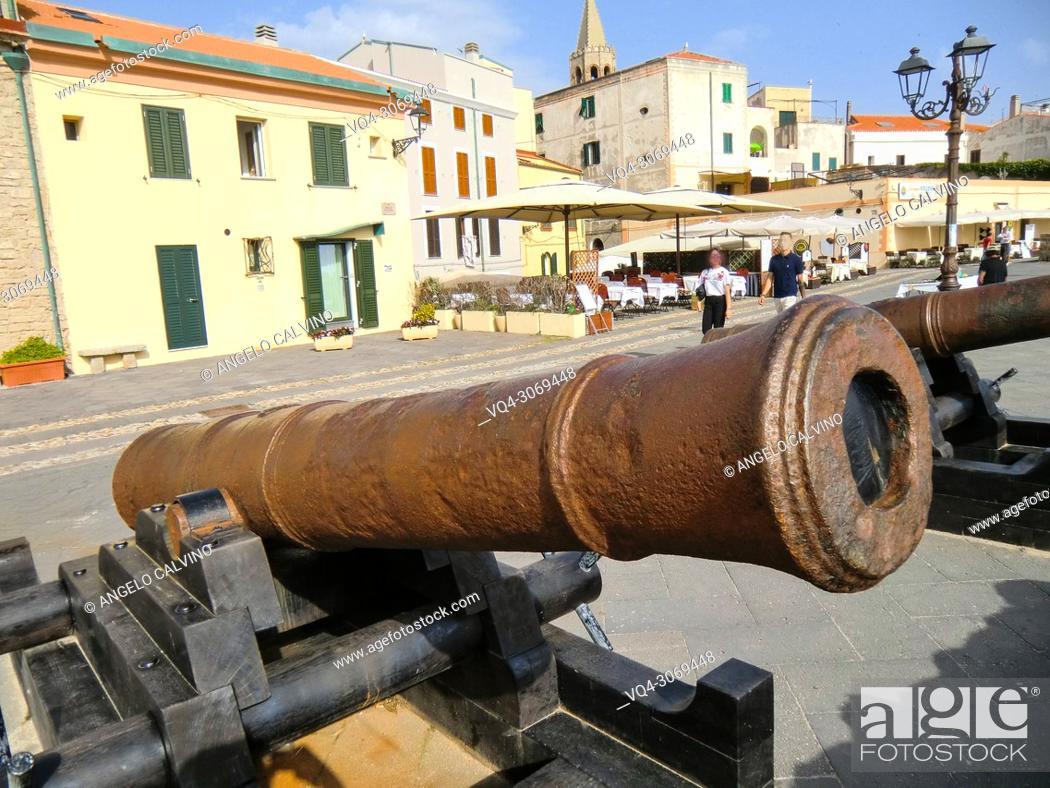 Imagen: Alghero, 18th century cannons, Italy, Sardinia, Sassari.
