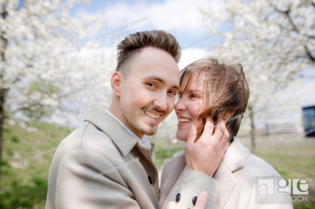 Photo de stock: Affectionate couple strolling in a park in spring.