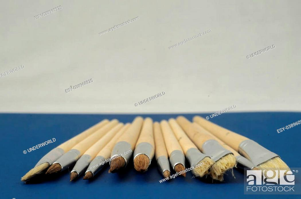 Imagen: New Wooden Different Paintbrush Set Texture over a Colored Background.