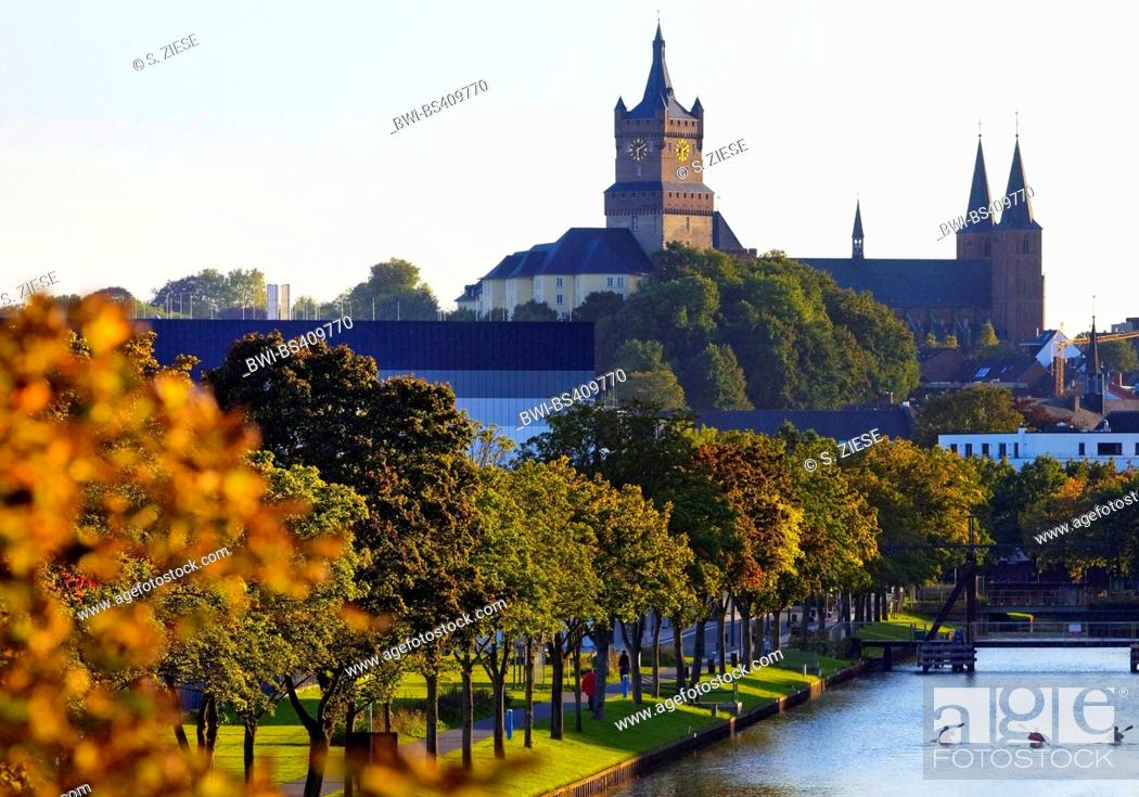 Stock Photo: Schwanenburg with Stiftskirche and Spoy canal, Germany, North Rhine-Westphalia, Lower Rhine, Cleves.