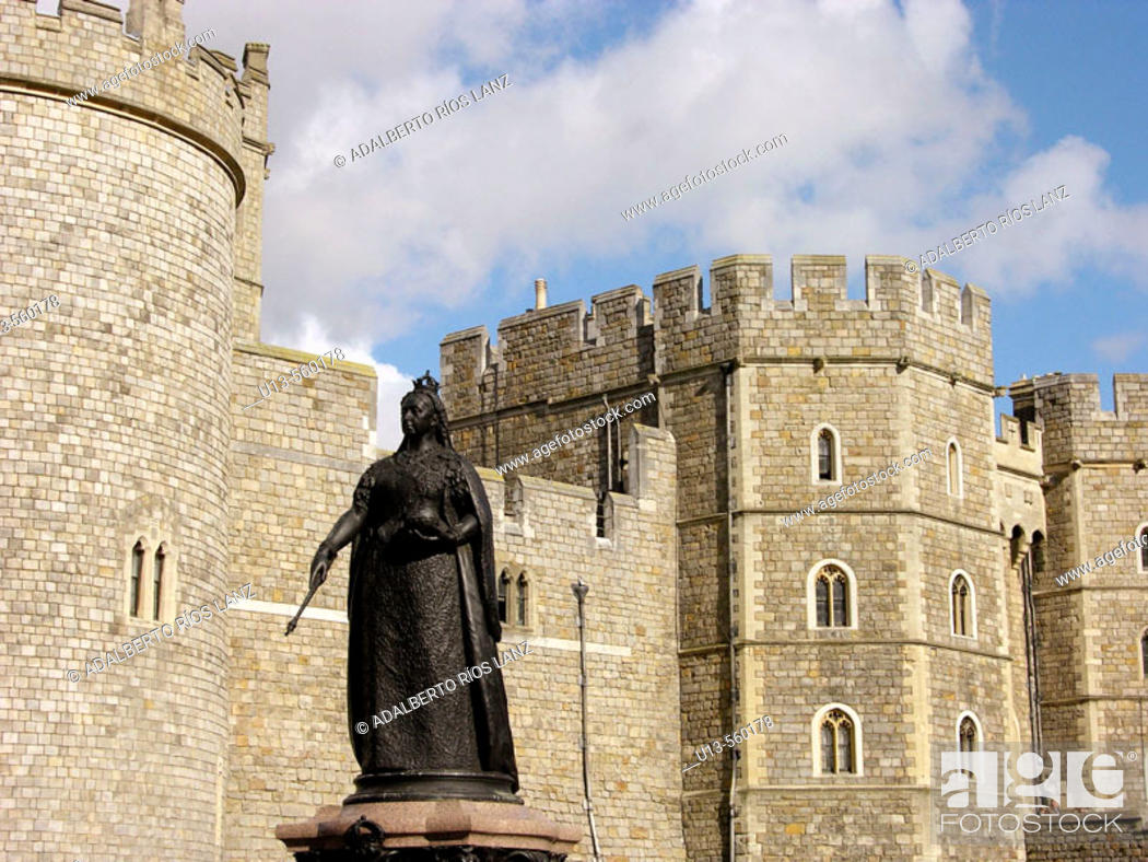 Stock Photo: Queen Victoria Statue Windsor Castle Berkshire England United Kingdom.