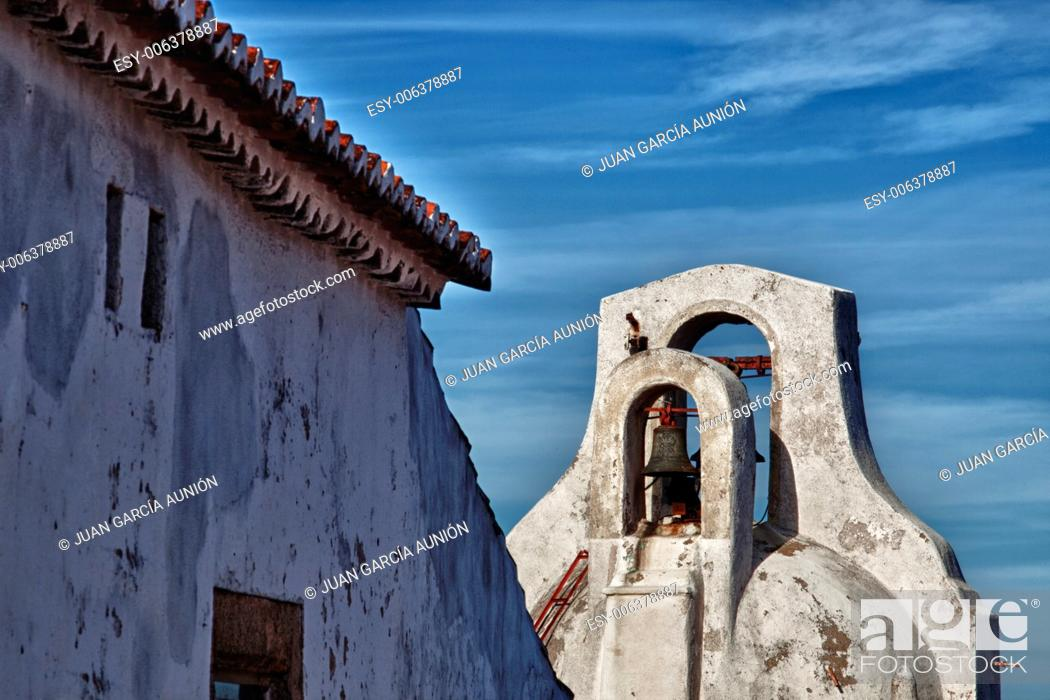 Stock Photo: Emblematic whitewashed architecture in Marvao, Alentejo, Portalegre, Portugal.