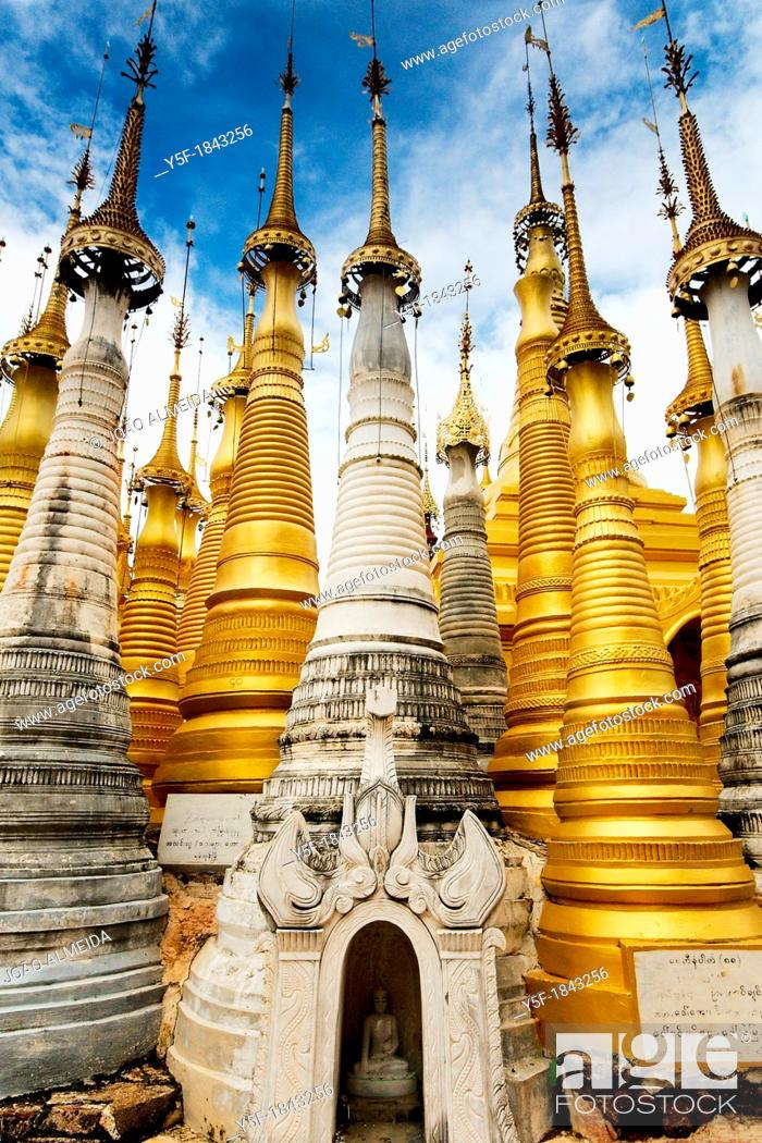 Stock Photo: Golden stupas at temples of Inthein, Linle lake.