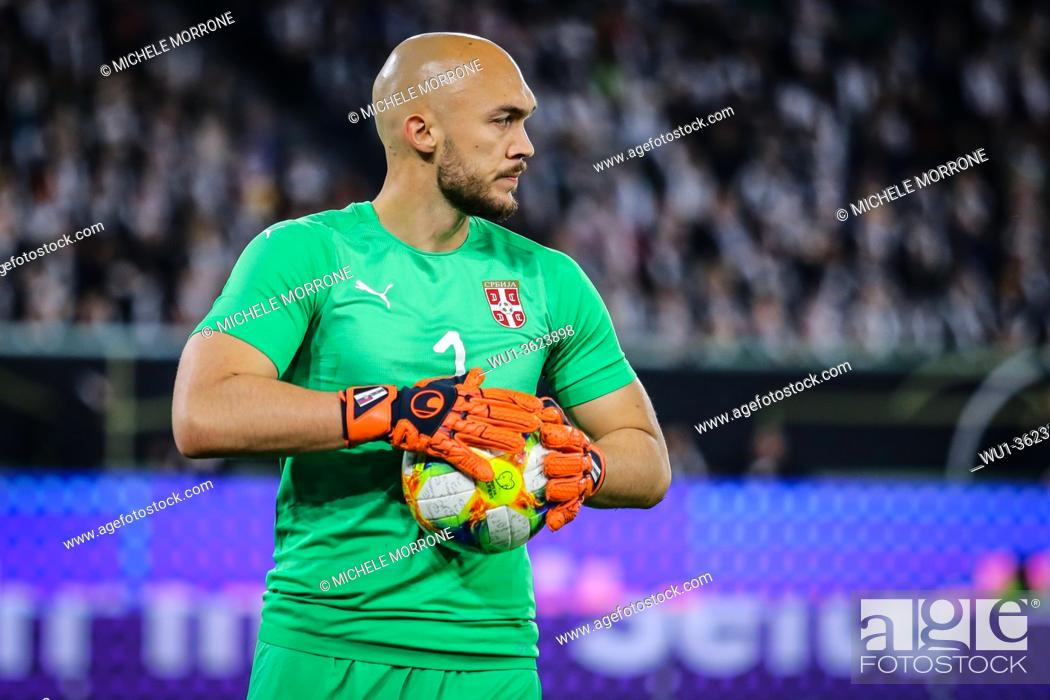 Imagen: Wolfsburg, Germany, March 20, 2019: portrait of Serbian goalkeeper Marko Dmitrovic during the international friendly game between Germany and Serbia at.