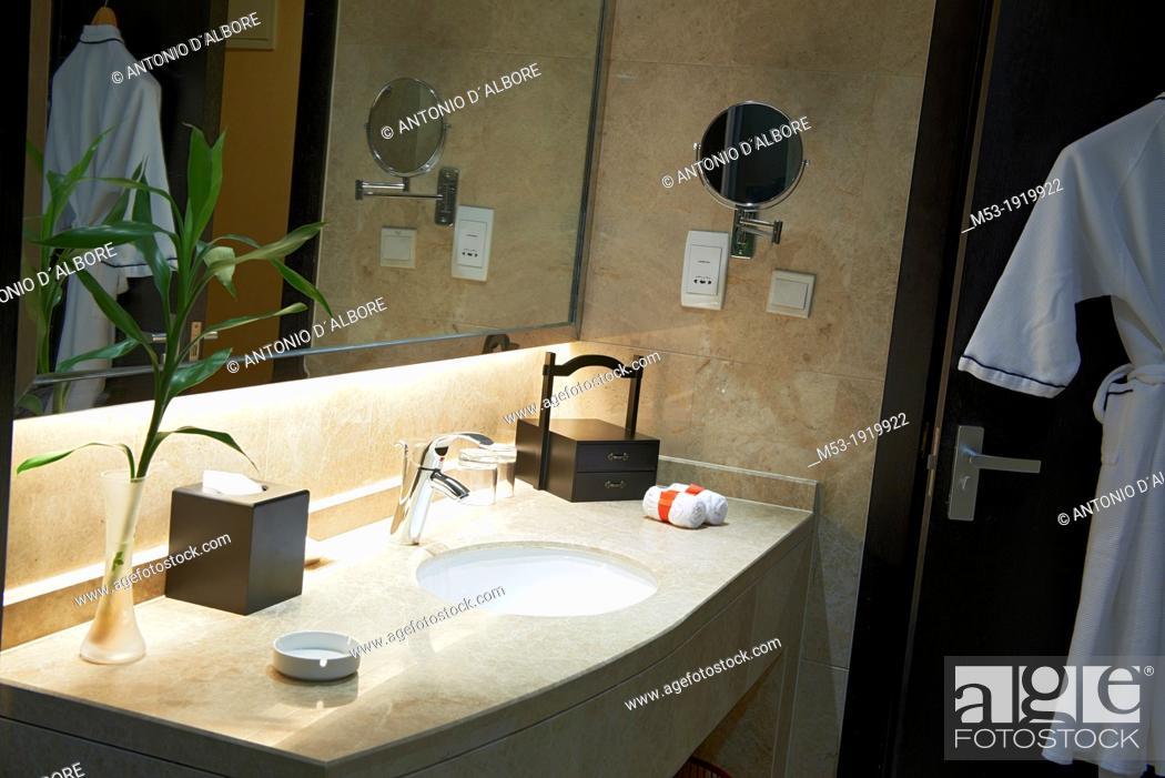 Stock Photo: Luxury hotel bathroom.