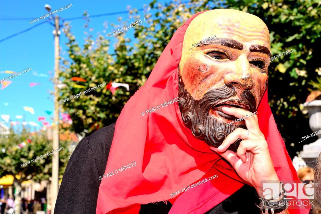 Imagen: Irrio Peliqueiro. Traditional mask of Castro Caldelas, Orense, Spain.
