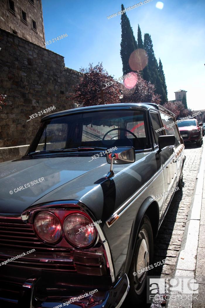 Stock Photo: Coche antiguo en Salamanca.