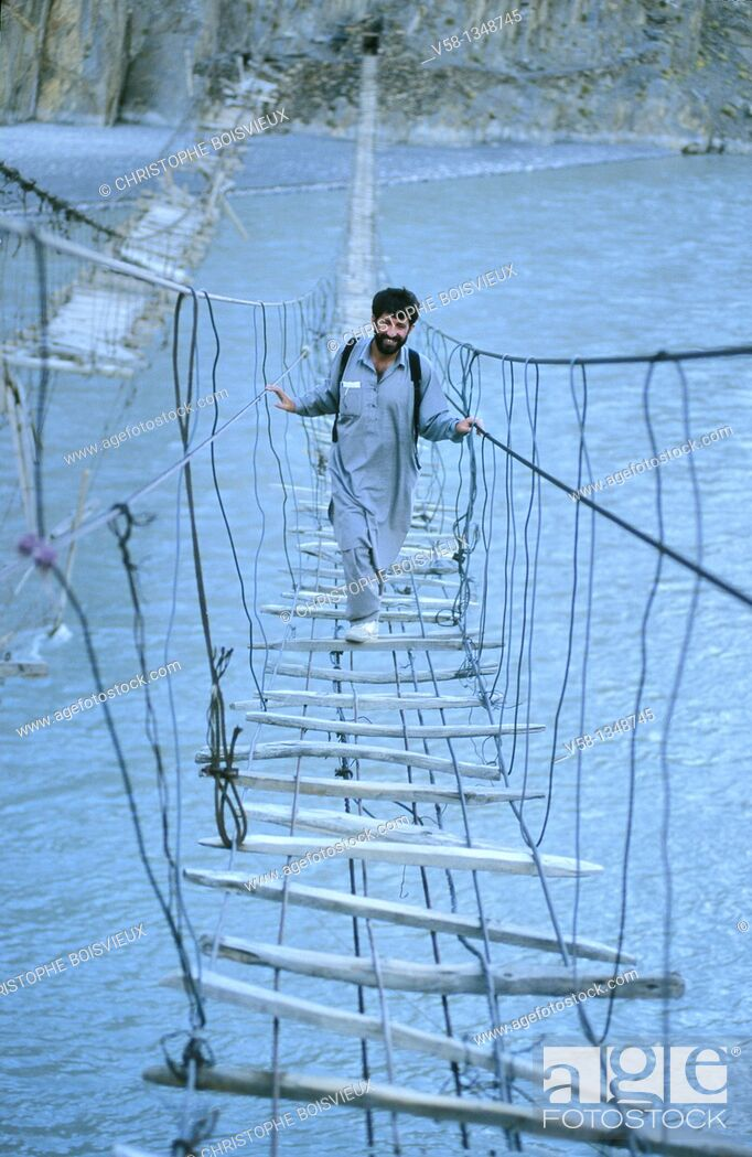 Stock Photo: Pakistan, Hunza valley, Gulmit region, Suspension bridge over Hunza river.