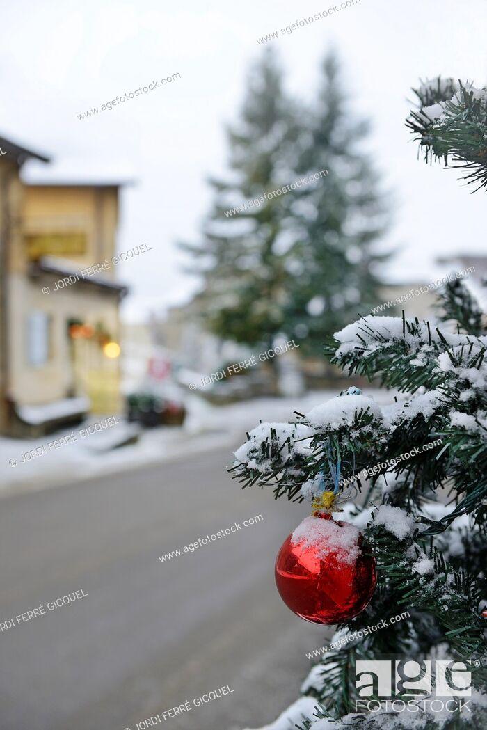 Stock Photo: Christmas landscape in Chateau-Chalon, département du Jura, France, Europe.