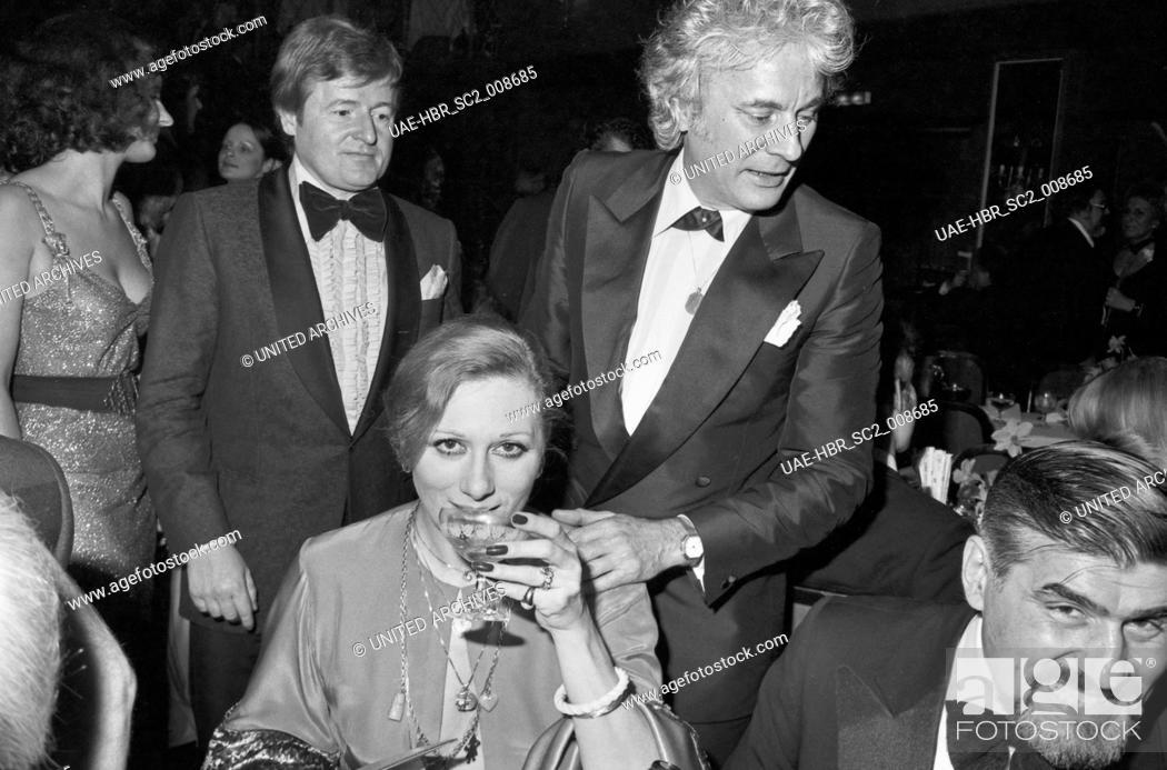 Imagen: Die deutsche Schauspielerin und Sängerin Margot Werner mit Veit Relin und Mario Adorf (rechts) beim Deutschen Filmball am 16.01.