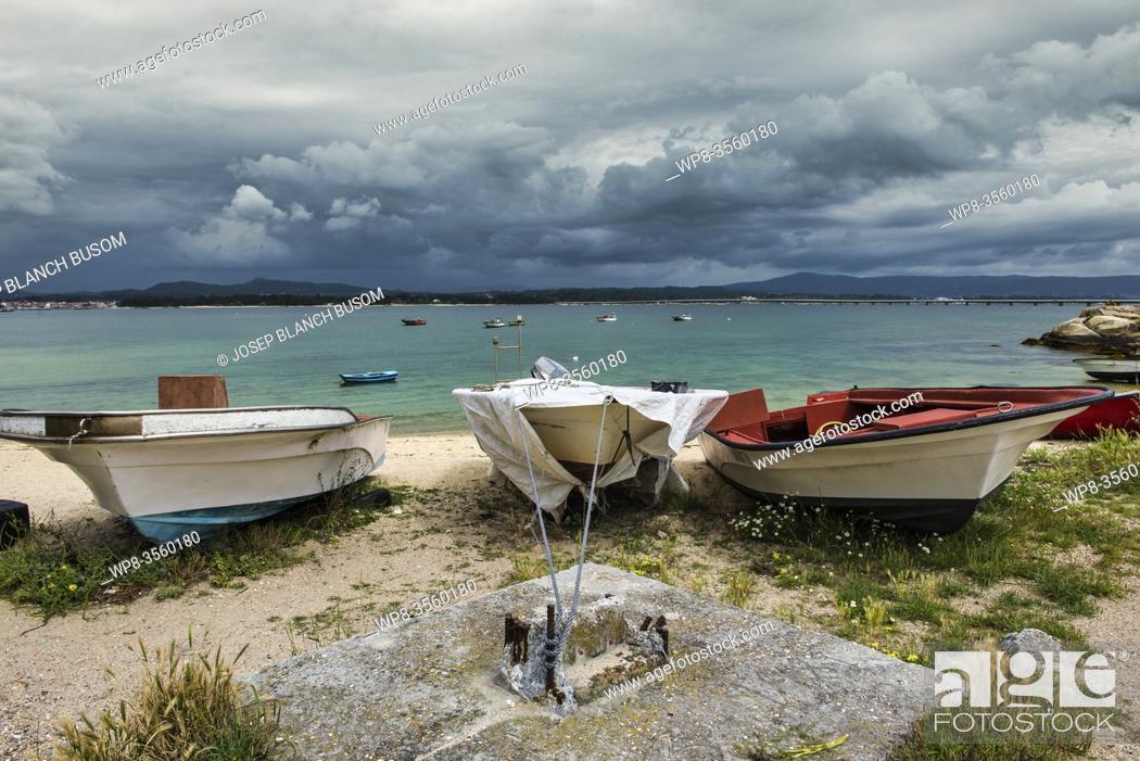 Photo de stock: Traditional fishing boats by the beach Vigo, Galicia, Spain.