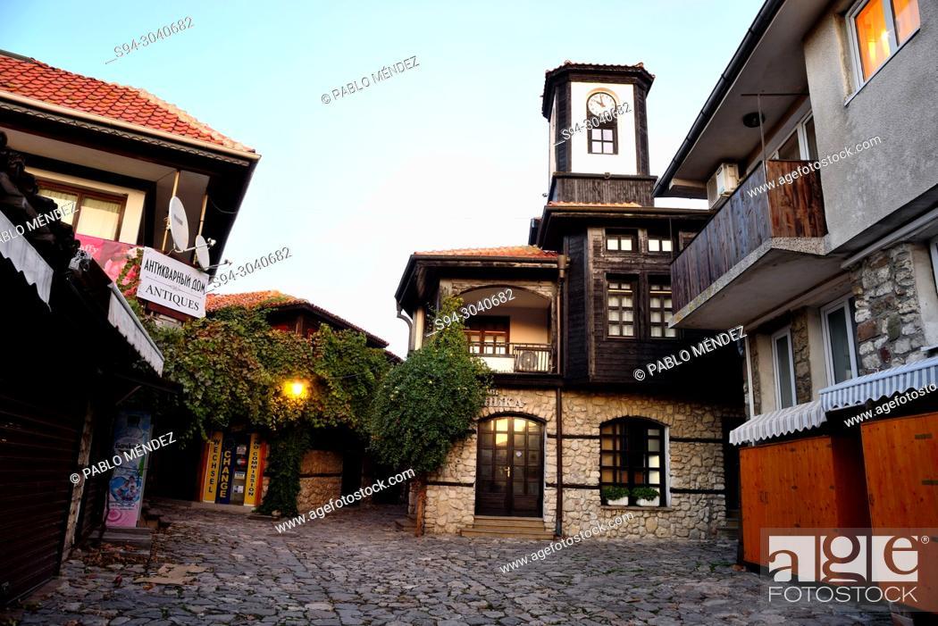 Imagen: Clock house in the old town of Nesebar, Bulgaria.