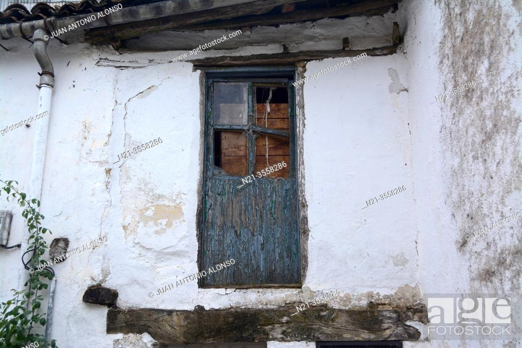 Stock Photo: Old house in the town of Piornal, La Vera, Valle del Jerte, Caceres, Extremadura, Spain, Europe.