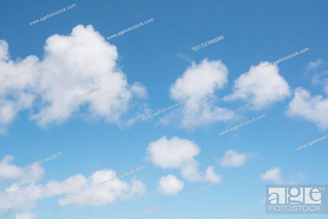 Imagen: Cumulus clouds on blue sky.
