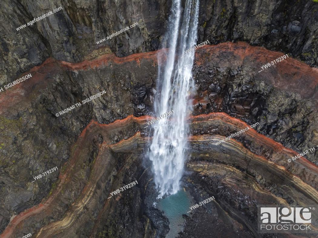 Imagen: Hengifoss Waterfalls, Fljotsdalur valley, Eastern Iceland. This image is shot using a drone.
