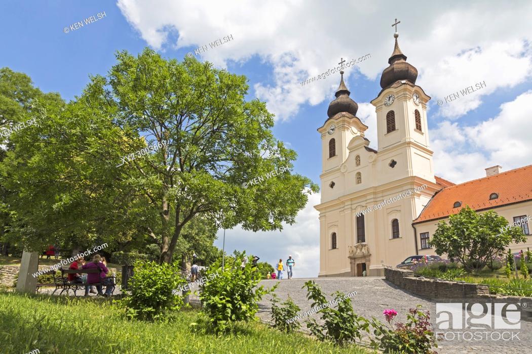 Photo de stock: Tihany village on shores of Lake Balaton, Tihany Peninsula, Hungary. 17th century Baroque church built on site of the 10th century Benedictine Abbey.