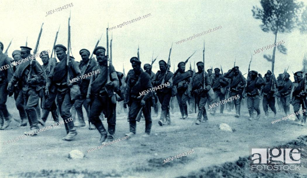 WW1 - Russian infantry battalion on the march in Poland with