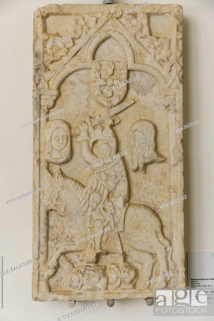 Stock Photo: escudo de armas de la ciudad de Evora, siglo XVI, marmol, originalmente situado en casa do Ver o Peso, museo de Evora, Evora, Alentejo, Portugal, europa.