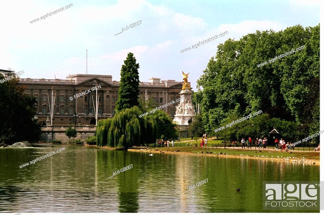 Stock Photo: Great Britain - London - Buckingham Palace.