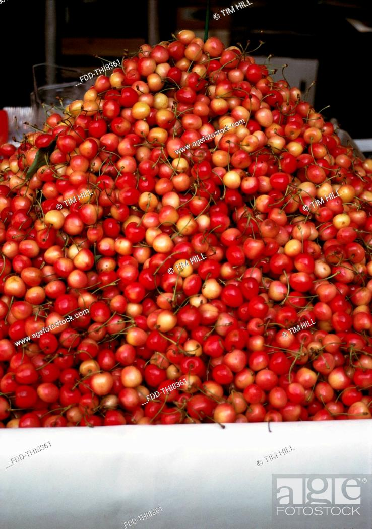 Imagen: Cherries at local market, Cavalaire, Provence, France.