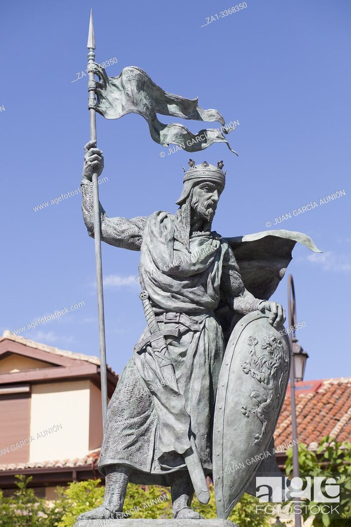 Imagen: Alfonso IX, 12th Century king of Leon and Galicia. Monument at Santo Martino square, Leon, Spain. Sculpted by Estanislao Garcia Olivares.