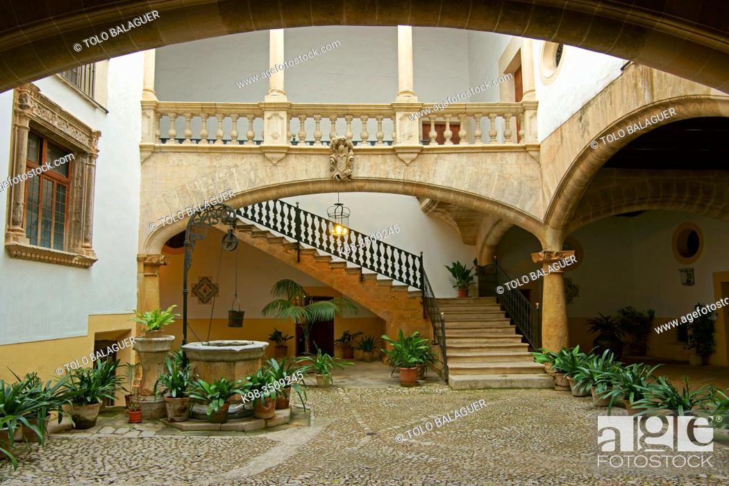 Stock Photo: Patio de Can Oleza (Monumento historico-artistico)(s. XVII). Centro historico. Palma. Mallorca. Baleares. España.