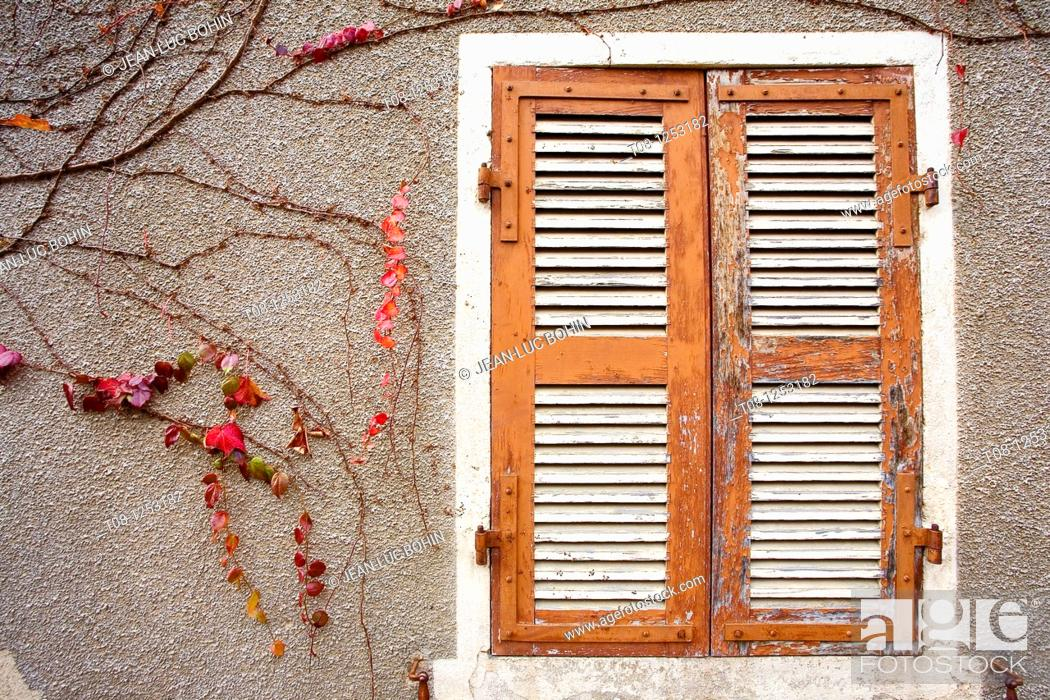 Stock Photo: France, Burgundy, givry: shutters and ivy.