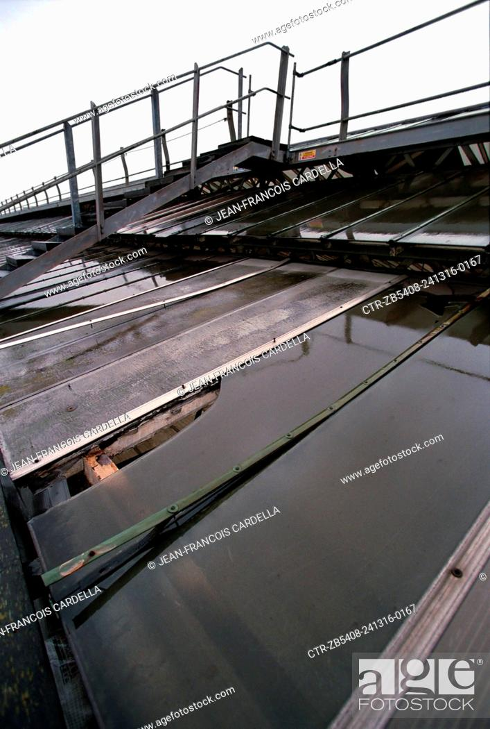 Stock Photo: Derelict roof of Waterloo Station above the concourse and the platforms before its complete replacement.