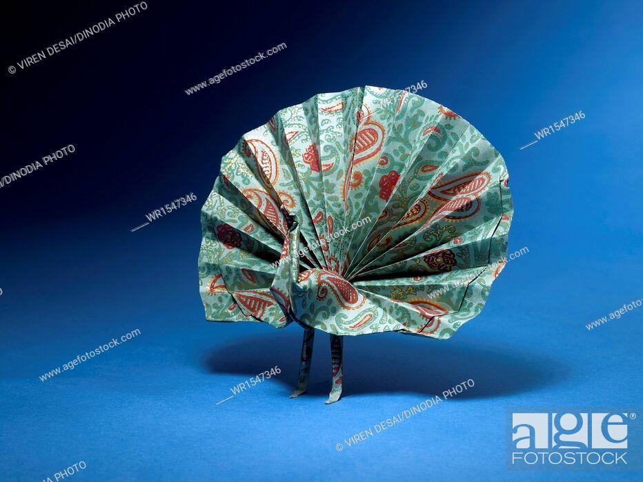 Imagen: origami peacock India Asia.