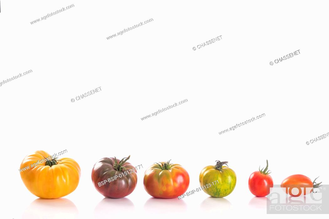 Photo de stock: Variety of Heirloom tomatoes on white background.