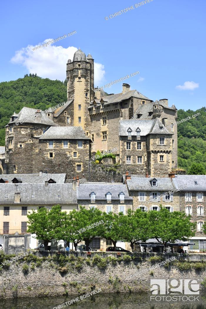 Stock Photo: France, Aveyron, Estaing, Unesco World Heritage Site, The Lot river and castle.