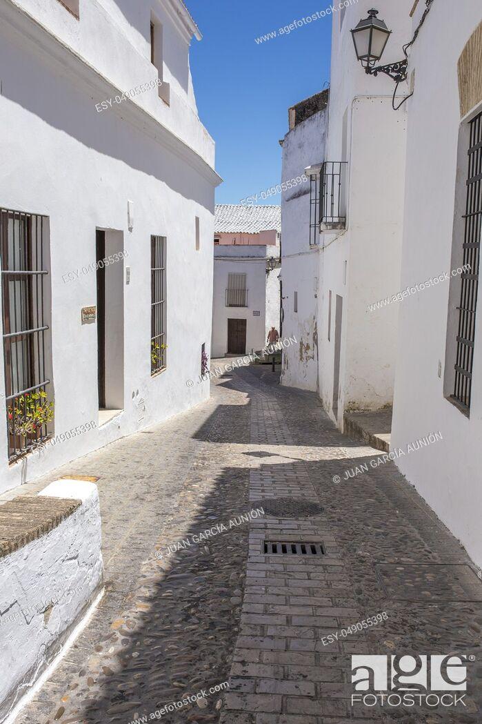 Imagen: White village Arcos de la Frontera, Cadiz, Andalusia, Spain. Slope Narrow street.