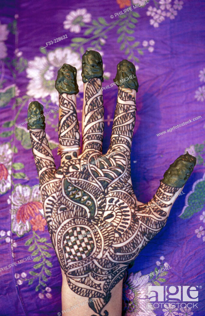 Stock Photo: Elaborated henna tatoo in hands. India.